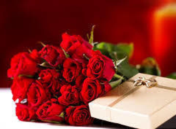 bouquet rose rosse brillante