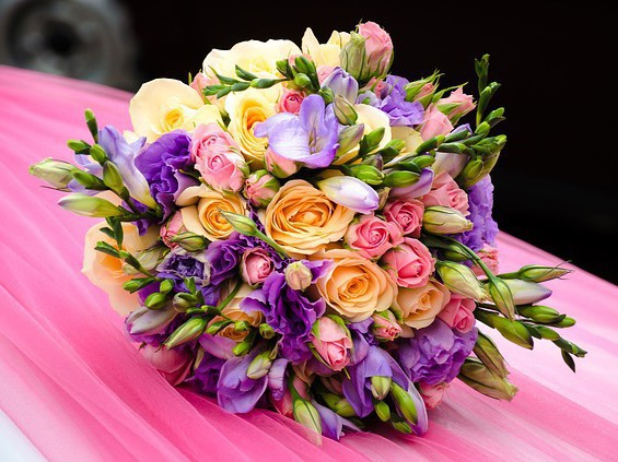 casa nuova fiori bouquet pensiero